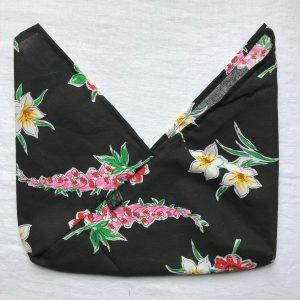 Fleurs fond noir M